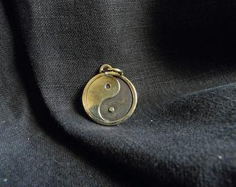 Mother's Day Yin yang pendant, Yin yang jewelry yin yang necklace for man / woman white black Free Shipping!