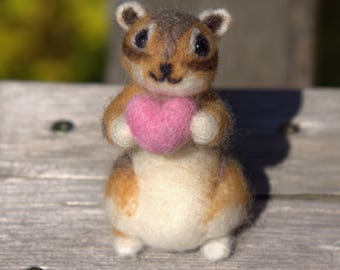 Felted Chipmunk-Needle Felted Chipmunk- Feled Animal-Chipmunk Gift-Plush Chipmnk with Heart-Mini Chipmunk-Chipmunk Doll-Chipmunk home decor