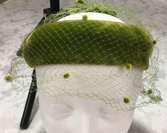 Vintage Womans Ladies Green Velvet Pillbox Halo Hat Netting Bows