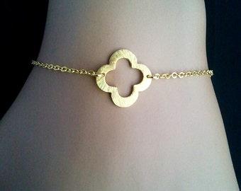 Gold Clover Quatrefoil Charm Bracelet - Bangle Bracelet,Friendship bracelet, Charm Bracelet, wedding,christmas gift, cocktail jewelry