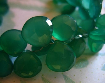 Chalcedony Briolettes, Green Onyx, Heart, Luxe AAA, 5 pcs, 10.5-12 mm, Faceted, Emerald Kelly Green, may birthstone 1012