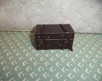 1:12 scale dollhouse miniature Vintage Look Travel Suitcase/Trunk