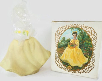 Vintage Avon Flower Maiden with Topaze Cologne - pale yellow glass, white - perfume, decanter, collectible, figurine, woman,lady, spring,NIB