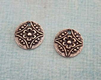 NEW 2 Round Silver Charms 3790