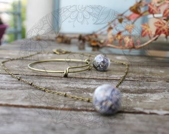 Lavender pretty bracelet and necklace in blown glass (diameter approximately 1.6 cm) filled with dried Lavender.