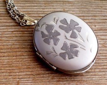 Vintage Silver Floral Locket, Large Silver Oval Locket, Two Tone Locket Pendant Necklace, Silver Locket, Vintage Photo Locket Necklace