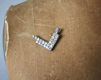 vintage 1940s brooch / 40s v for victory pin / 40s rhinestone novelty brooch