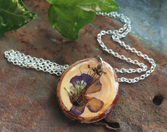Natural Wood Jewelry, Wooden Pendant, Wood Slice Necklace, Dried Flowers, Resin Pendants, Natural Jewelry, Floral Pendants, Unique Jewellery