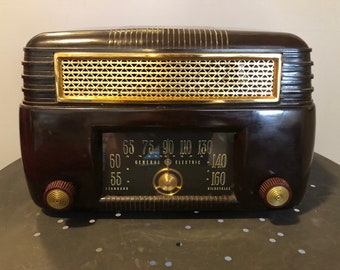 Vintage General Electric Model 202 Bakelite Tube Radio, 1940s, Non-Working