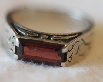 Etched sterling silver pink red rectangle stone ring size 6.25