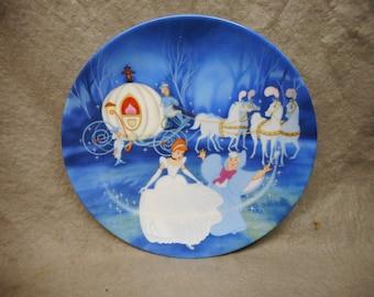 "Vintage Collector Plate ""BIBBIDI-BOBBIDI-BOO"" First Issue Disney's Cinderella 1988 8 1/2"""