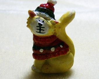 Christmas Cat broche - telle une épingle de vacances Vintage mignon, chat jaune, 3 dimensions, avec Bonnet de Noël & pull de JewelryArtistry - BRO21