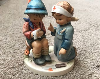 Hummel Little Nurse #376, TMK6 1972 Mint Condition