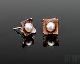 Tiny irregular square shaped earrings made of hammered and oxidized copper with freshwater white pearls. Small pearls earrings. Elegant gift