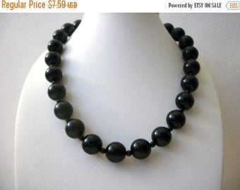 ON SALE Retro Timeless Black Shorter Length Plastic Beads Necklace 30317