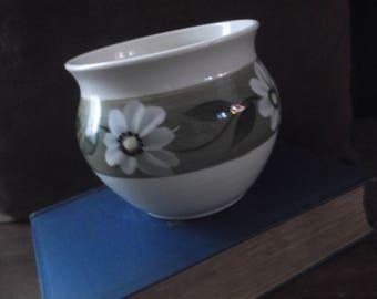 Holkham Cyril Ruffles pot/planter