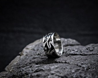Ring with black