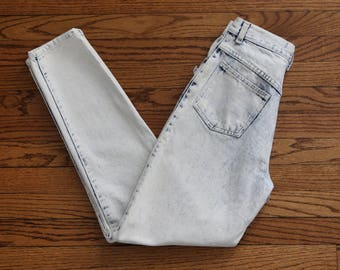 """Vintage 25"""" x 29"""" Extreme Acid Wash Bleached White Sasson 80s Tapered Leg Jeans - 100% Cotton"""