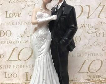 Bride and Groom Wedding Figurine Centerpiece Decoration