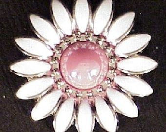 "Daisy White/Pink 3/4"" Conchos"