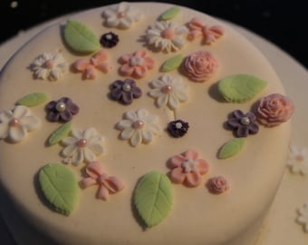 Edible spring flowers and leaves suit cakes, cupcakes, biscuits, available in different combinations
