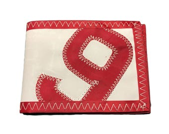 Small wallet made of recycled sailcloth 9