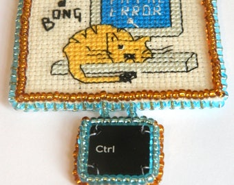 Cat cross stitch bead embroidery necklace - Pangur Bán