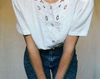 VINTAGE 80 shirt// lace embroidery// S size