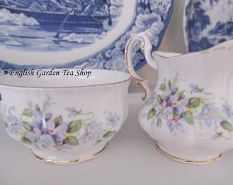 PARAGON VIOLETS CREAM and sugar set, English fine china spring violets creamer set for tea parties and luncheons, excellent condition