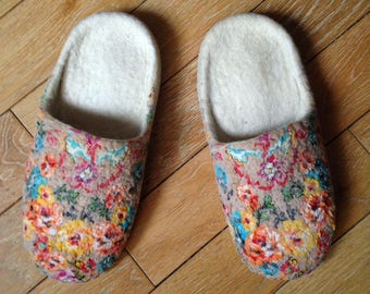 FELTED SLIPPERS - Wool shoes - Handmade