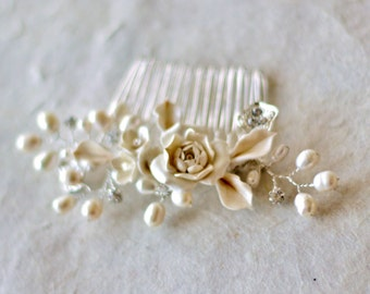 Pearl hair comb. Bridal hair accessories, Creamy color bridal comb. Wedding Decorative Combs.  Bridal headpiece. Bridal Hair Comb
