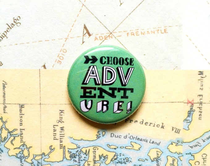 Choose adventure! Hand drawn typographic badge (green)