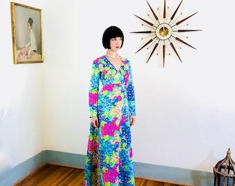 des années 60 Robe maxi, Bright Floral print, Cocktail hôtesse, à manches longues robe, fleurs colorées, Hortensia violet de la mode, vêtements de détente des années 1960, MAD MEN