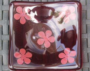 Trinket dish (red flowers)
