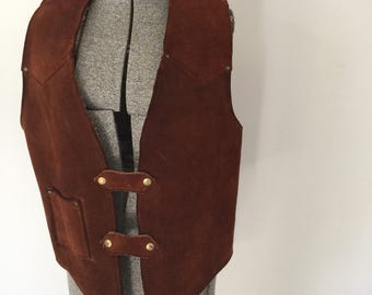Vintage SUEDE VAQUERO Vest • 1970s Western Wear Clothing • Handmade Brown Leather Coachella Cowboy Sherpa Lined 60s Concho Sleeveless Jacket