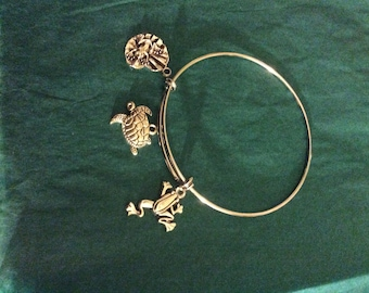 Bangle bracelet, frogs and sea turtles