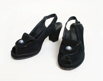 Vintage 1940s Heels - 1950s Peeptoe Black Suede Heels with Pearlized Wave Curl Fold Vamp - Open Heel - Size 7 1/2 N