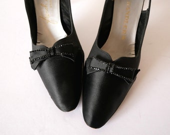 Vintage 1950s Kitten Heel Pumps.  black silk dress shoes with rhinestone studded bow size 7AA