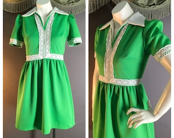 60s dress 1960s vintage GREEN WHITE LACE crochet poly puff sleeve mod dolly mini dress