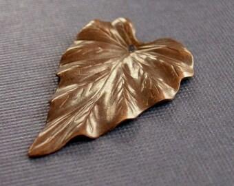 vintaj brass woodland leaf, 23 x 38mm, brass leaf pendant, woodland pendant