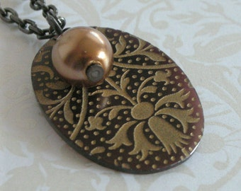 Regency Floral Motif Shell Pendant - Bronze