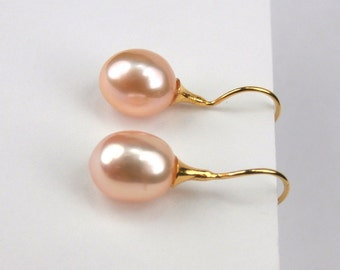 Peach Pearl Earrings Gold Pearl Drop Earrings Minimalist Pearl Earrings Blush Pearl Wedding Earrings Simple Everyday Peach Pearl Earrings