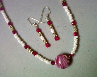Fuschia, White and Silver Necklace and Earrings (0478)