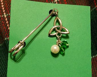 Celtic knot green crystal kilt pin