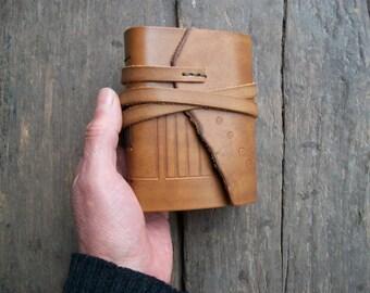 Cuaderno de cuero. Diario de la piel. Libro de cuero. Cuaderno de bocetos. Libro en blanco. Color marrón claro. 4, 3 x 3, 5 pulgadas.