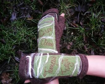 Mittens with thumb, fingerless, green and brown boiled wool - Carpe Diem / Tempus Fugit