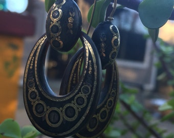 14 kt Gold And Black Pique Inlaid Drop Earrings