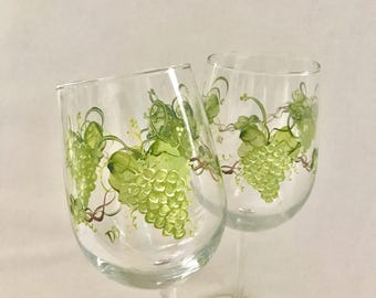 Free shipping Green grapes hand painted pair of wine glasses