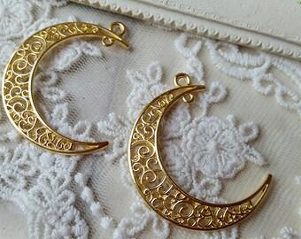 38 mm Golden Plated Moon Crescent Charm Pendant (.scc).