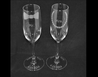 Personalized Mr/Mrs Bow Tie and Pearls Champagne Flutes by Jackglass on Etsy